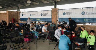 Ingresa a EU primer grupo de migrantes albergados en México para evaluar solicitud de asilo