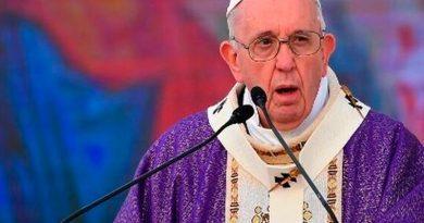 """""""La fraternidad es más fuerte que el fratricidio"""": Papa ante la plaza de las cuatro iglesias"""