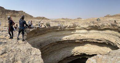 """Espeleólogos descienden al """"Pozo del infierno"""" que tiene  una profundidad de 120 metros"""