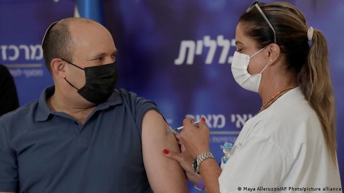 Abate Israel contagios de Covid-19 con un tercer refuerzo para mayores de 40 años